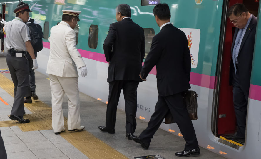 東京駅ターミナルでの官僚